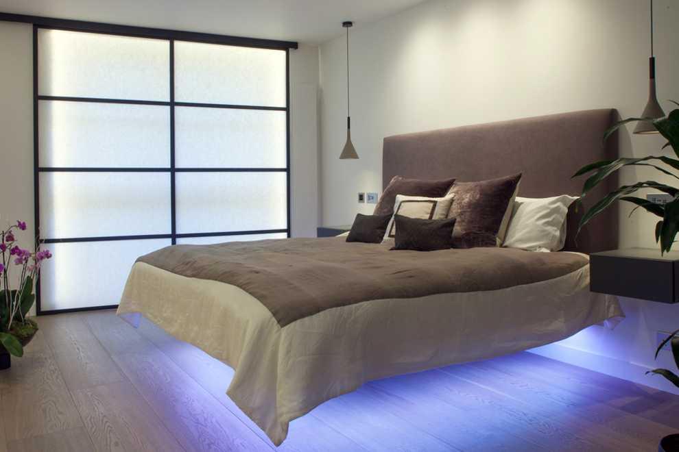 парящая кровать в студии