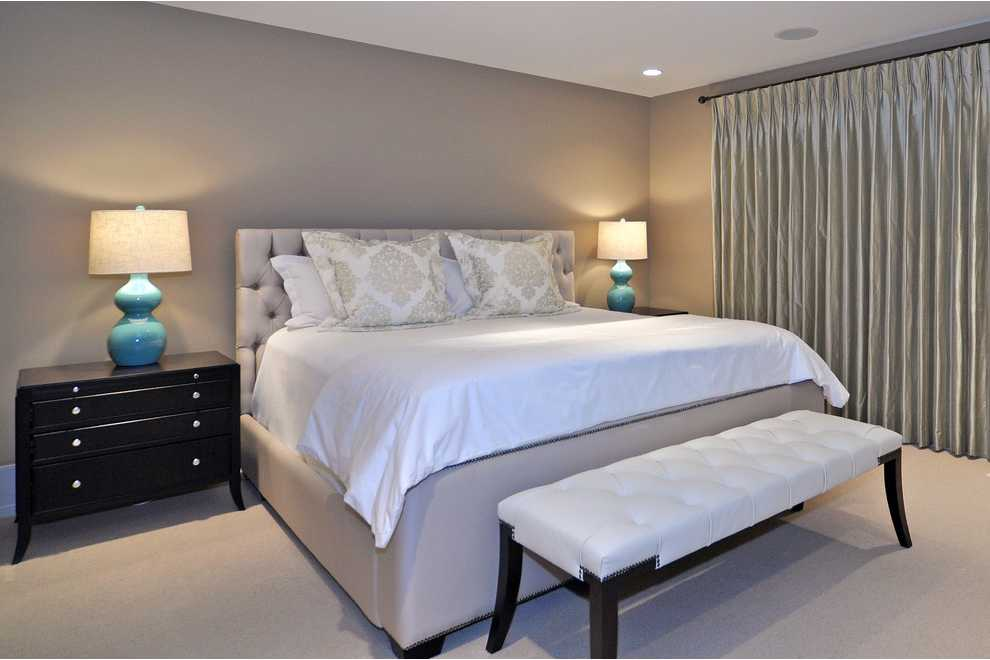 однотонная спальная комната