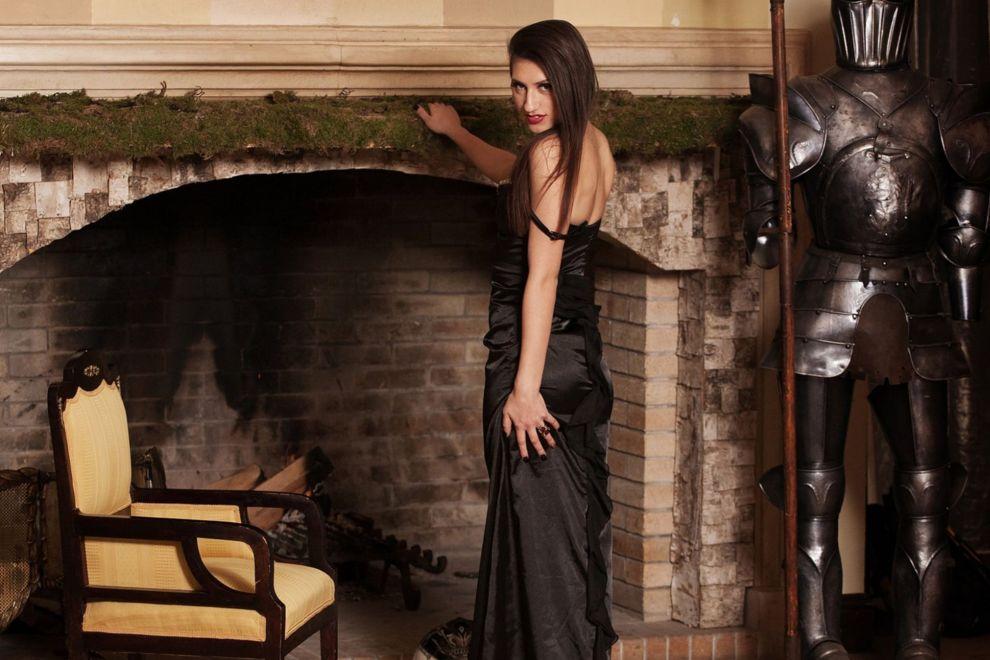 вебкам модель в чёрном платье