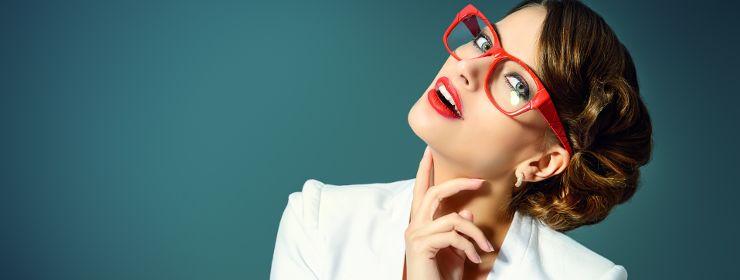 вебкам модель в очках