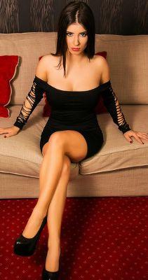 маленькое чёрное платье на модели