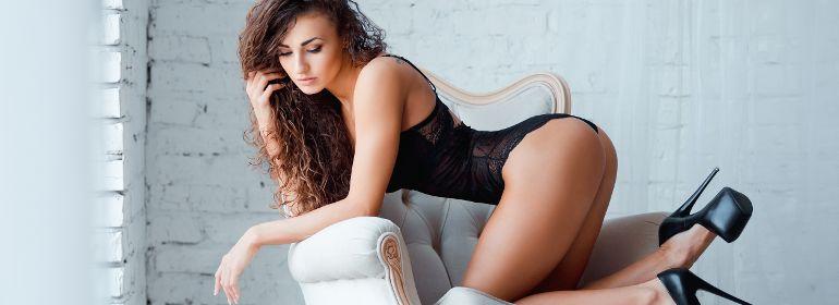 сексуальная модель в чёрном боди