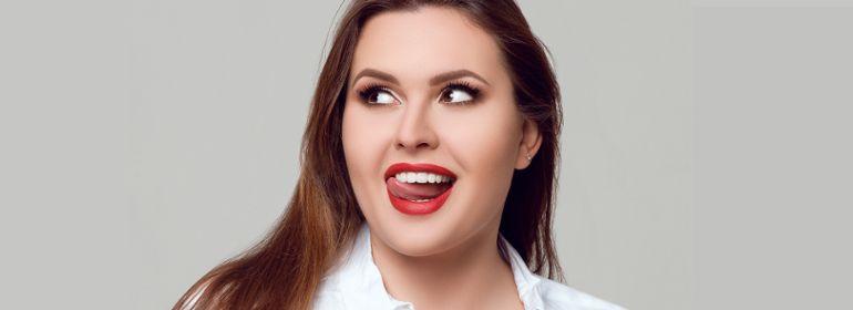 портрет веб модели plus-size
