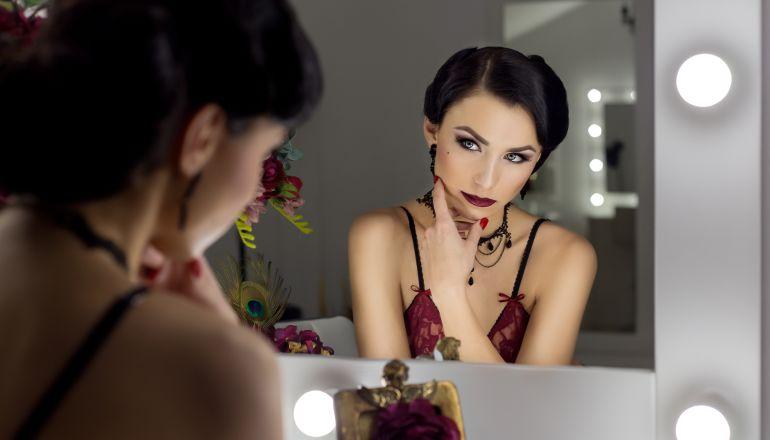 Работа моделью видеочата и подбор макияжа