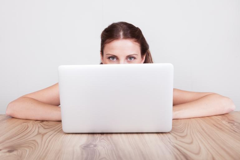 девушка изучает что такое вебкам